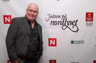 GuideGunnar in front of a promotion sign for Northern Lights TV