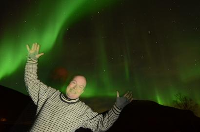GuideGunnar under the sky of Northern lights.